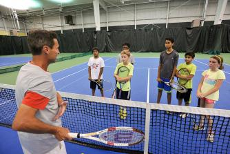 Mike Lange with kids tennis class